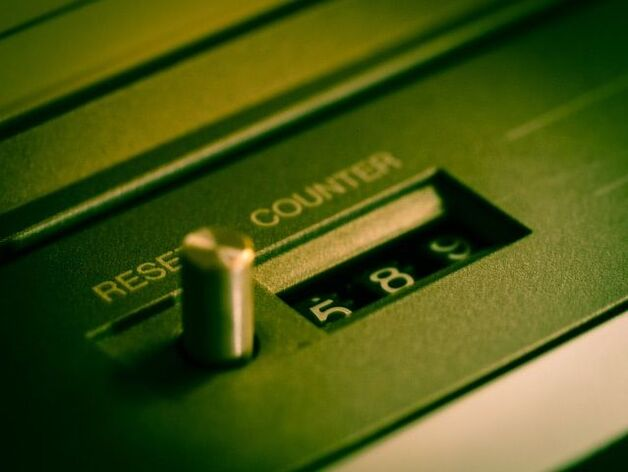 A photo of a counter machine with a reset button.